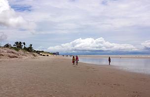 Praia do Calhau em São Luís: Dunas, quiosques, bares e restaurantes