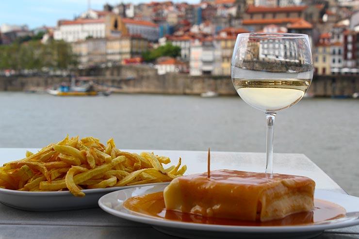 O que fazer no Porto, Portugal - Francesinha em Vila Nova de Gaia (Foto: Esse Mundo É Nosso)