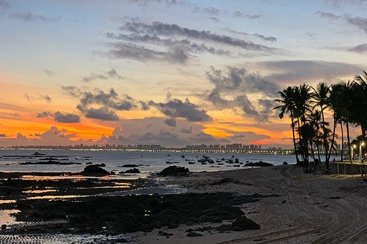 Motivos para viajar para Salvador: Pôr do sol na praia de Itapuã (Foto: Esse Mundo é Nosso)