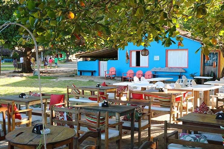 Mesas ao ar livre de restaurante no Quadrado em Trancoso